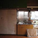 リフォーム前の汚いキッチン