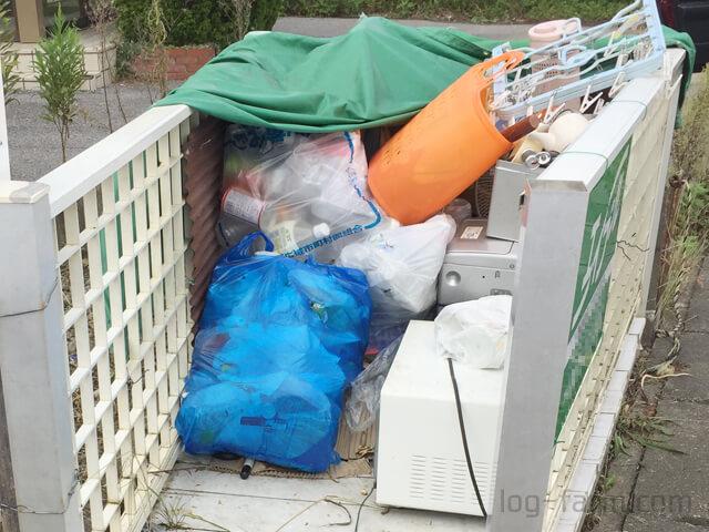 不法投棄された大量のゴミ