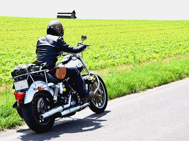 大型バイクを運転