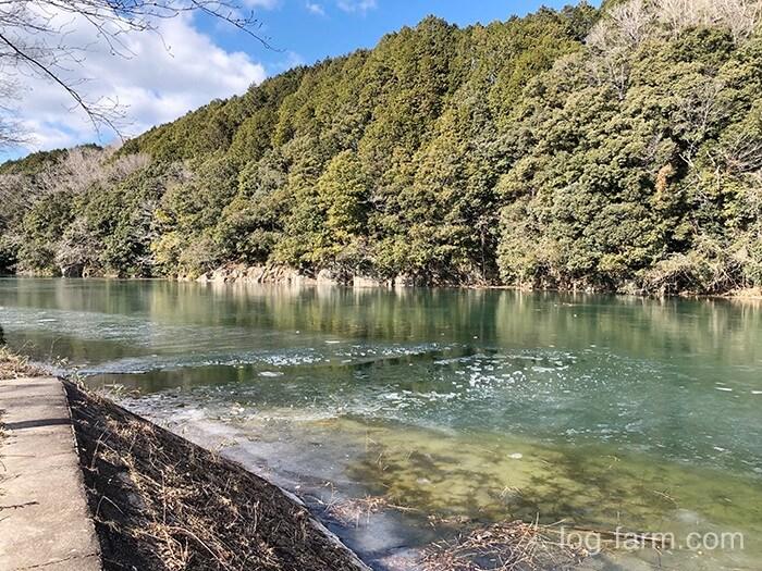 凍った名張川