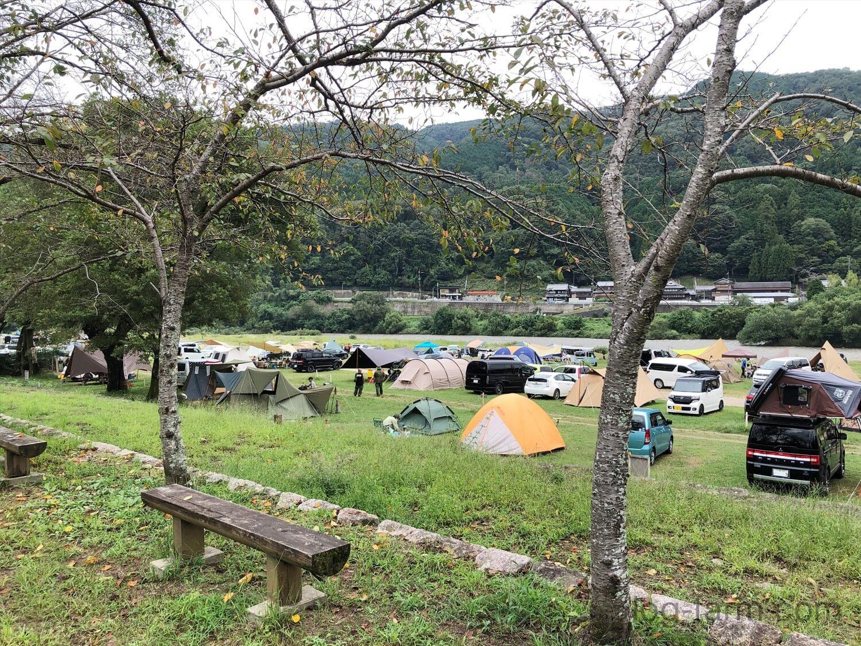 笠置キャンプ場に張られたテント