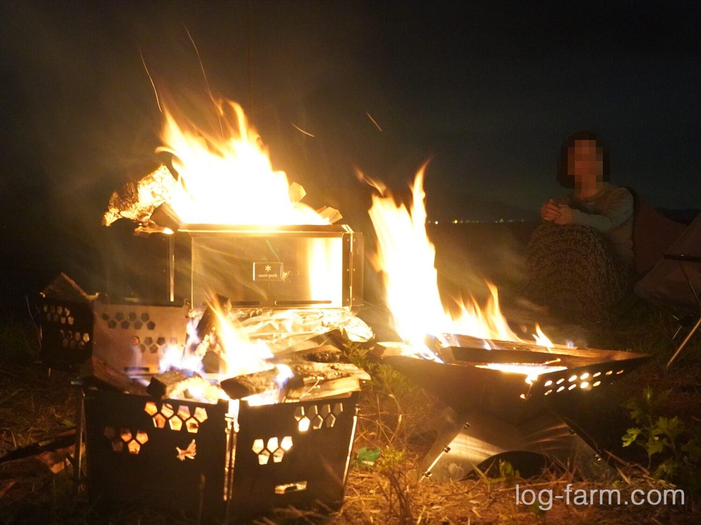 焚火台Lと灯篭ラージとフラット焚き火台で焚き火
