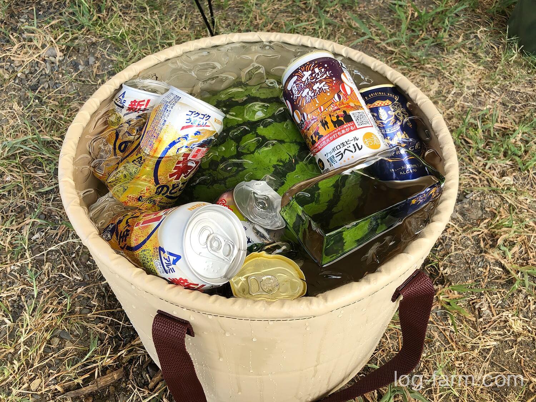 バケツに氷水を張ってスイカとビールをIN!