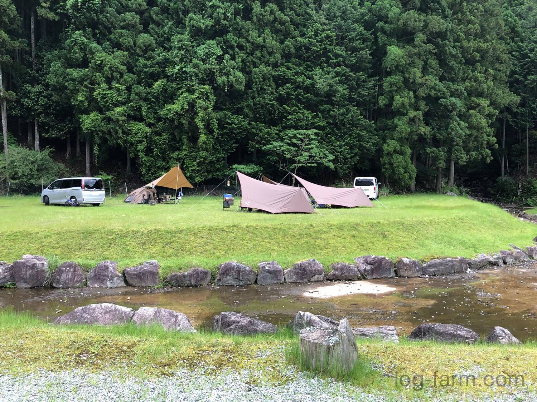 "<img src=""https://log-farm.com/wp-content/uploads/report-shirakawadoautocamp210522_map.jpg"" alt=""今回の設営場所"" width=""1500"" height=""1125"" class=""size-full wp-image-6870"" /> 今回の設営場所"
