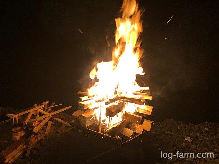 スノーピークの焚火台L