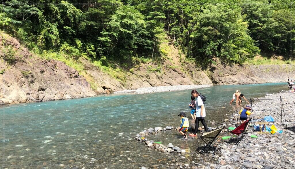 谷瀬つり橋オートキャンプ場の十津川で川遊び