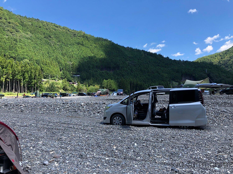 タイヤが砂利の中に沈んでスタック