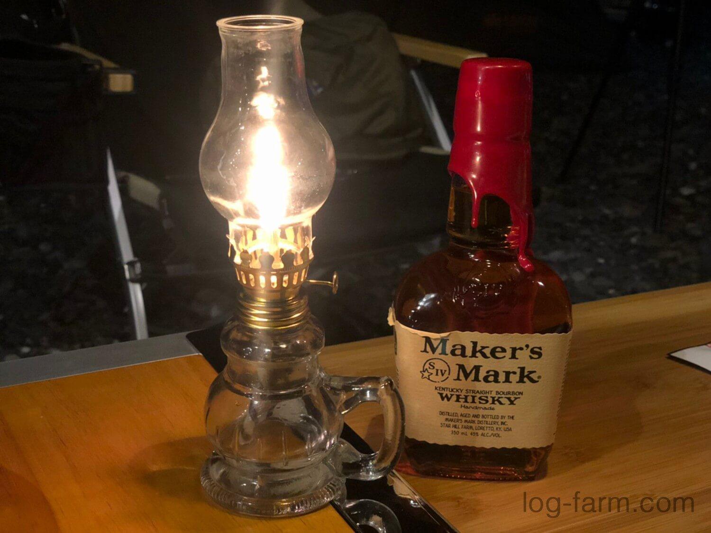 灯油ランタンとウイスキー