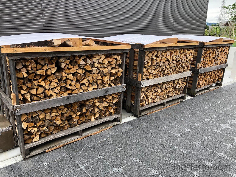薪が乾燥させられてます
