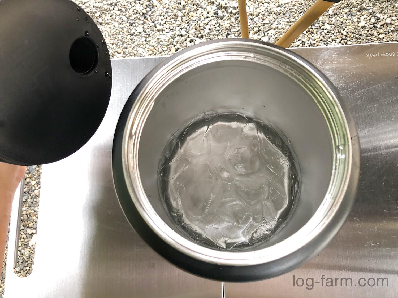 ランブラージャグ内に溶け残った氷